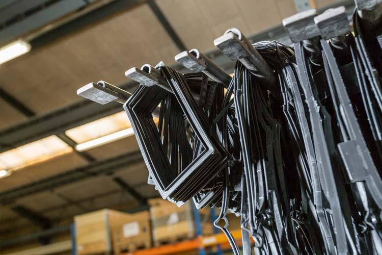 Sprøjtestøbning af gummiemner hos Olet Industrigummi A/S